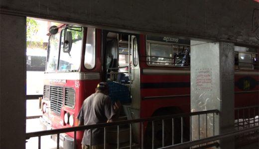 スリランカのコロンボからダンブッラへのバス移動